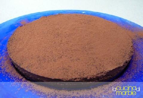 dolce al cioccolato in crosta di wafer