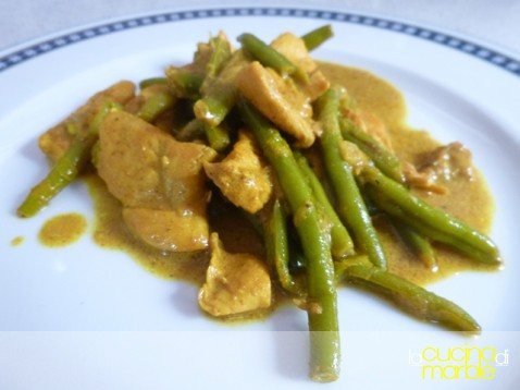 pollo al curry con fagiolini