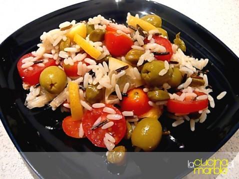 riso bianco e nero in insalata del sole